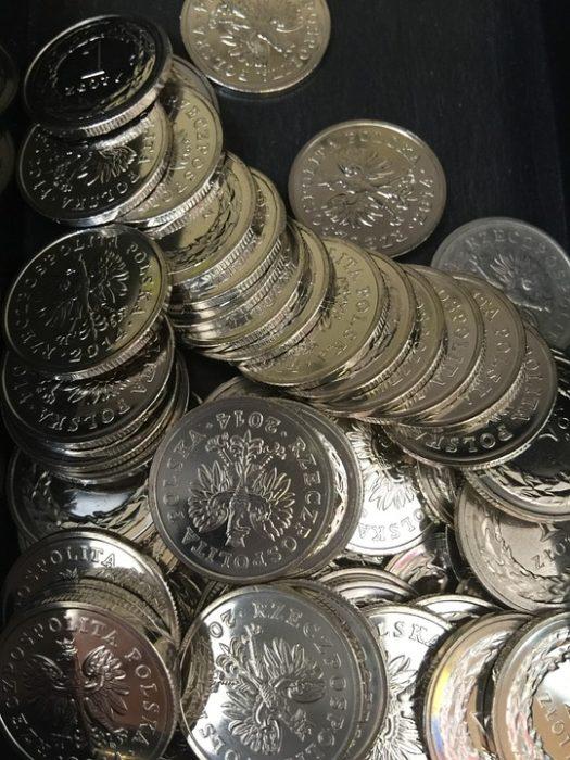Czy kantor internetowy ma lepsze ceny od walutowego?