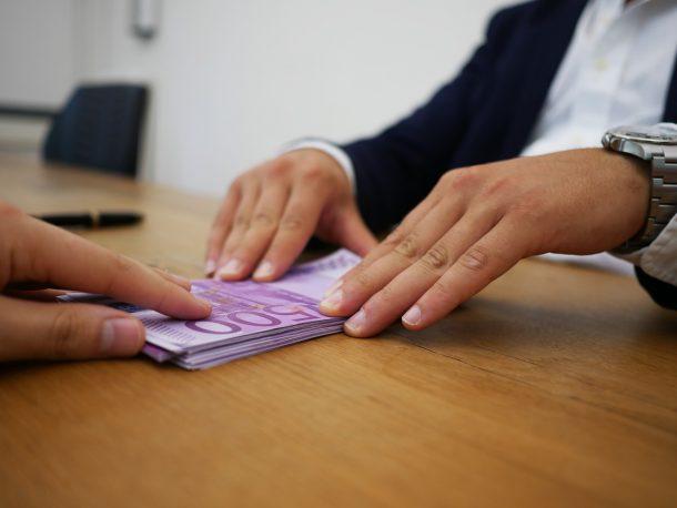 Polacy zadłużają się na coraz wyższe kwoty