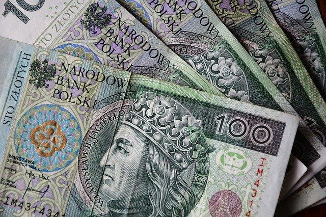 Niższe koszty pożyczek i wydłużenie czasu spłaty kredytów