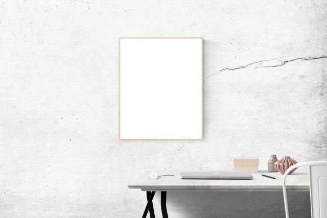 Na siedząco czy stojąco – jak lepiej pracować przy biurku?